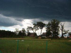 nadciąga burza